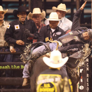 brazil's-barbosa-hangs-on-for-bull-riders-win-at-mgm-grand